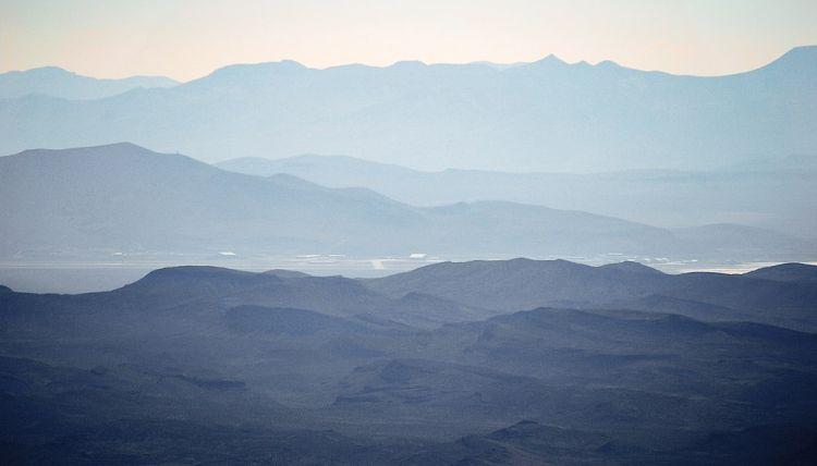 Area 51 - irgendwo da unten muss der Reporter Hechtman illegal eingestiegen sein